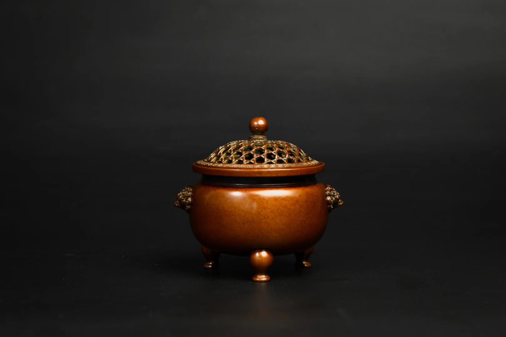 泰山青云艺术品(上海)有限公司泰山家居艺术品:铜炉里令人惊艳的皮色